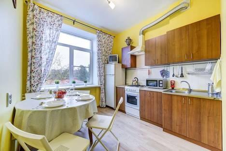 Сдается 2-комнатная квартира посуточнов Санкт-Петербурге, Краснопутиловская ул., 8.
