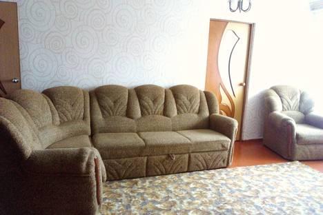 Сдается 2-комнатная квартира посуточнов Павловске, улица Ленина, 155.