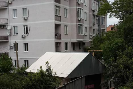 Сдается 1-комнатная квартира посуточно в Сочи, улица Серафимовича д.5.