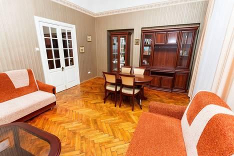 Сдается 2-комнатная квартира посуточнов Санкт-Петербурге, Невский проспект, 107.