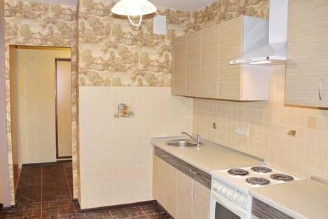 Сдается 2-комнатная квартира посуточнов Екатеринбурге, улица Металлургов, 48.