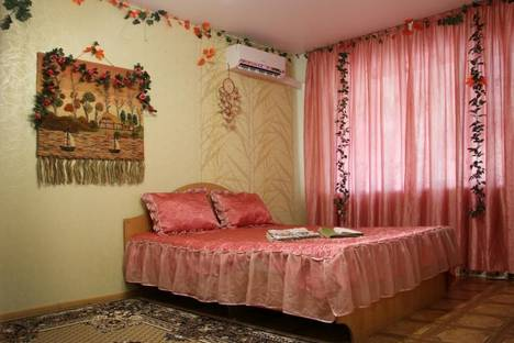 Сдается 1-комнатная квартира посуточно в Астрахани, Комсомольская Набережная улица, 17.