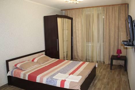 Сдается 1-комнатная квартира посуточно в Тольятти, ул. Фрунзе, 14.
