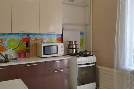 Сдается 2-комнатная квартира посуточнов Ижевске, улица Сабурова, 7.