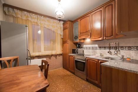 Сдается 2-комнатная квартира посуточнов Красноярске, улица Карла Маркса, 19.