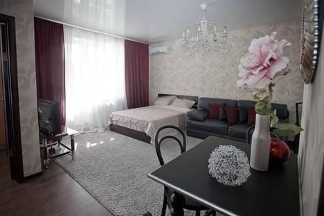 Сдается 1-комнатная квартира посуточнов Саратове, улица Сакко и Ванцетти, 31.