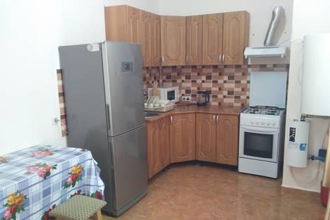 Сдается 2-комнатная квартира посуточно в Симферополе, Большевистская улица, 32.