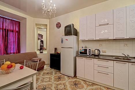 Сдается 2-комнатная квартира посуточно в Санкт-Петербурге, ул. Маяковского д. 11.