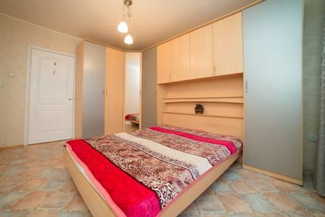 Сдается 4-комнатная квартира посуточно в Челябинске, улица Энгельса, 44.