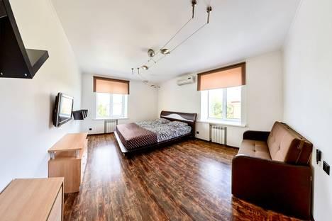 Сдается 2-комнатная квартира посуточно в Кургане, улица Ленина, 22.