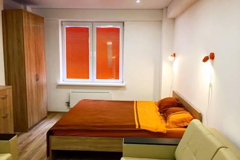 Сдается 2-комнатная квартира посуточно, улица Кузнецова 67.
