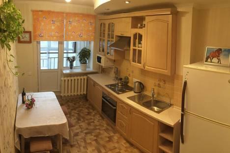 Сдается 2-комнатная квартира посуточно в Астане, проспект Ракымжана Кошкарбаева 40.