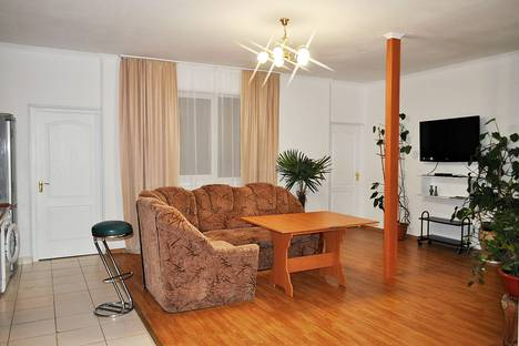 Сдается 4-комнатная квартира посуточно в Ялте, улица Войкова, 6.