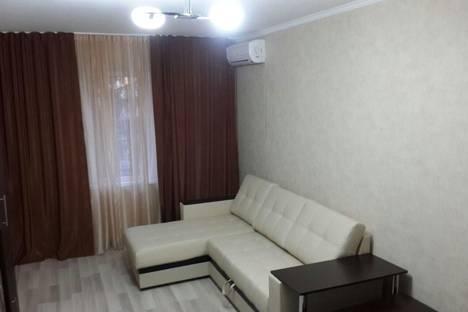 Сдается 1-комнатная квартира посуточнов Сочи, улица Кубанская, 6.