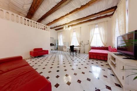 Сдается 3-комнатная квартира посуточнов Санкт-Петербурге, Английская набережная, 20.