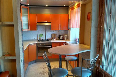 Сдается 2-комнатная квартира посуточнов Новотроицке, Железнодорожная улица, 87.