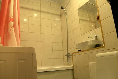 Сдается 2-комнатная квартира посуточно в Новосибирске, улица Новогодняя, 40.