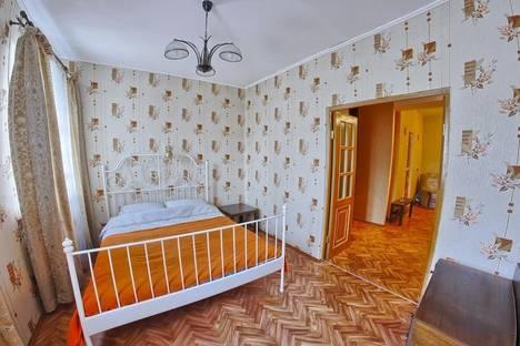 Сдается 2-комнатная квартира посуточнов Кстове, Сергиевская улица, 25.