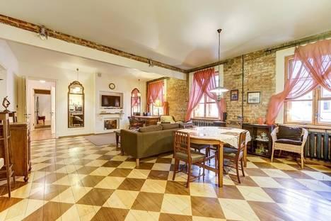 Сдается 3-комнатная квартира посуточнов Санкт-Петербурге, набережная канала Грибоедова, 14.