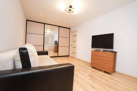 Сдается 2-комнатная квартира посуточно в Челябинске, улица Доватора, 10.
