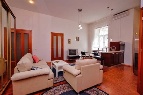 Сдается 3-комнатная квартира посуточнов Санкт-Петербурге, Невский проспект, 79.