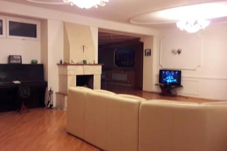 Сдается 5-комнатная квартира посуточнов Ростове-на-Дону, улица Варфоломеева, 215.
