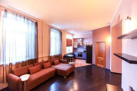 Сдается 2-комнатная квартира посуточнов Санкт-Петербурге, улица Декабристов, 37.