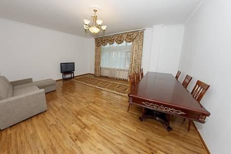 Сдается 3-комнатная квартира посуточно в Нур-Султане (Астане), Акмолинская область, , улица Динмухамеда Кунаева дом 12.