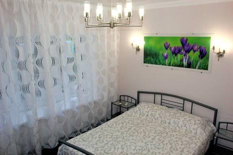 Сдается 2-комнатная квартира посуточно в Ялте, улица Дмитриева, 5.