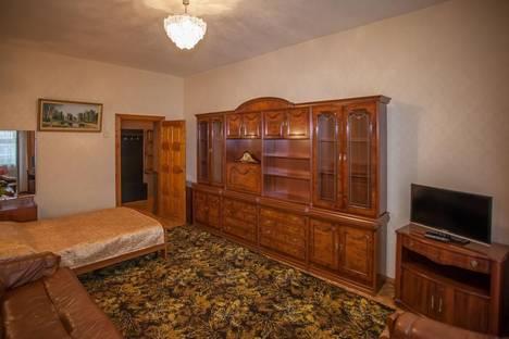 Сдается 2-комнатная квартира посуточно, улица Свободы, 93.