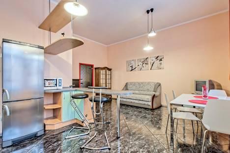Сдается 3-комнатная квартира посуточнов Санкт-Петербурге, город набережная канала Грибоедова, 85.