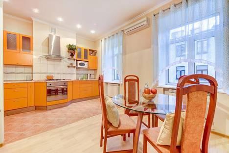 Сдается 2-комнатная квартира посуточно, Малая Садовая улица, 3.
