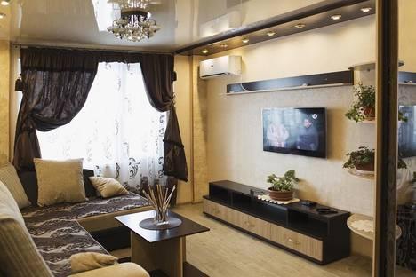 Сдается 2-комнатная квартира посуточнов Екатеринбурге, улица Азина, 23.