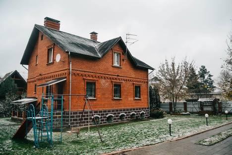 Сдается коттедж посуточнов Голицыне, Московская область, Наро-Фоминский район, Афинеево, Родниковая улица, 4.