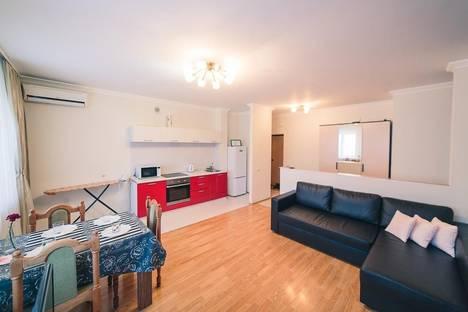 Сдается 2-комнатная квартира посуточно в Уфе, улица Цюрупы, 76.