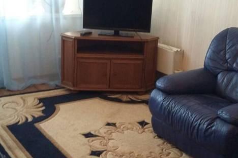 Сдается 2-комнатная квартира посуточно в Нижнекамске, проспект Мира, 77.