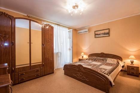 Сдается 2-комнатная квартира посуточно в Судаке, ул. Гагарина, 44.