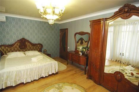 Сдается 1-комнатная квартира посуточно в Алуште, Крым,36б улица Октябрьская.