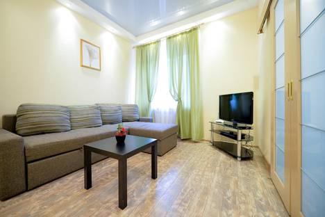 Сдается 2-комнатная квартира посуточно в Челябинске, улица Цвиллинга, 42.