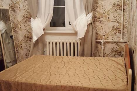 Сдается 2-комнатная квартира посуточнов Гатчине, Средняя ул., 1-3/8.