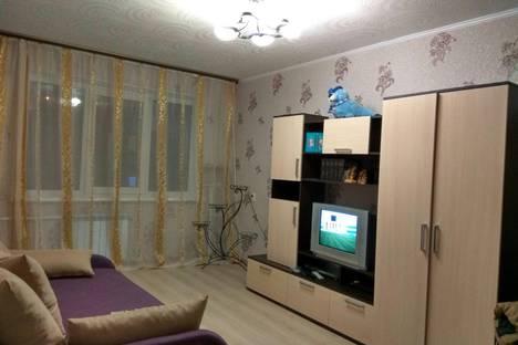 Сдается 1-комнатная квартира посуточнов Кировске, улица 50 лет Октября 33.