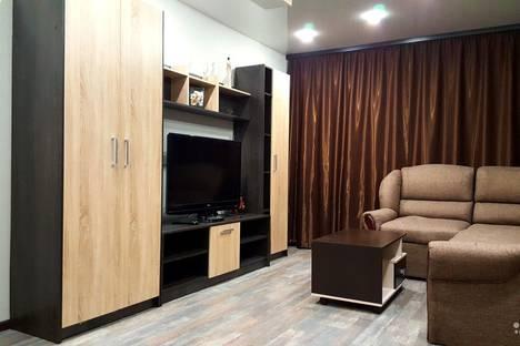 Сдается 1-комнатная квартира посуточно в Кировске, улица 50 лет Октября, 21.