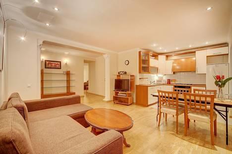 Сдается 3-комнатная квартира посуточнов Санкт-Петербурге, Малая Садовая улица д 3.