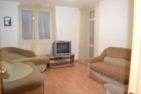 Сдается 1-комнатная квартира посуточно в Каменск-Уральском, улица Героев Отечества, 11.