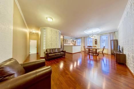 Сдается 4-комнатная квартира посуточно в Санкт-Петербурге, Владимирский проспект, 15.
