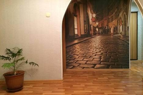 Сдается 2-комнатная квартира посуточно в Комсомольске-на-Амуре, улица Парижской Коммуны, 25.