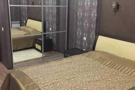 Сдается 2-комнатная квартира посуточнов Тюмени, улица Энергостроителей 11.