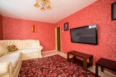 Сдается 2-комнатная квартира посуточно в Омске, К. Маркса проспект, 37.