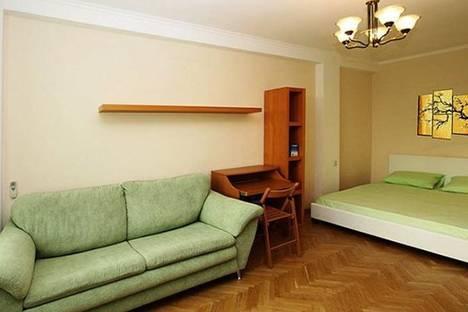 Сдается 1-комнатная квартира посуточнов Омске, улица 70 лет Октября, 6.