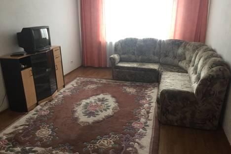 Сдается 3-комнатная квартира посуточнов Бийске, улица Машиностроителей, 25.